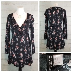 Divided H&M 10 Floral Long Sleeve Wrap Mini Dress